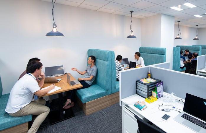 執務室側オープンミーティングスペース