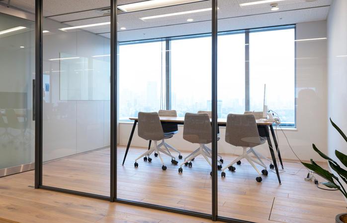 クローズの会議室